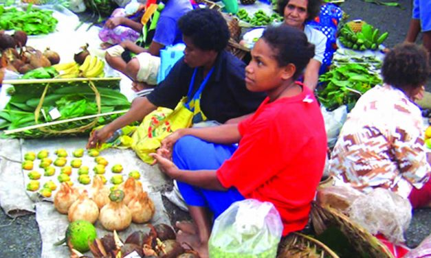 Local farmers market in Papua New Guinea ©NARI